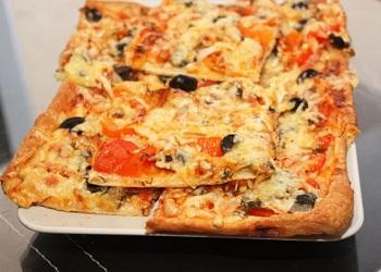 Быстрая пицца на слоеном тесте