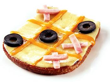 Утренний тост «Крестики-нолики»