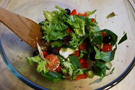Салат с жареным халлуми