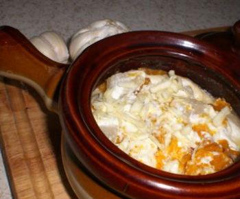 Тыква с двумя сырами в горшочке