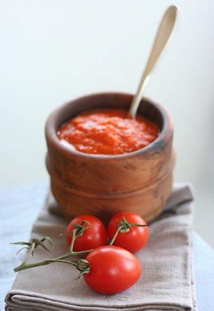 Аджика из помидоров с чесноком