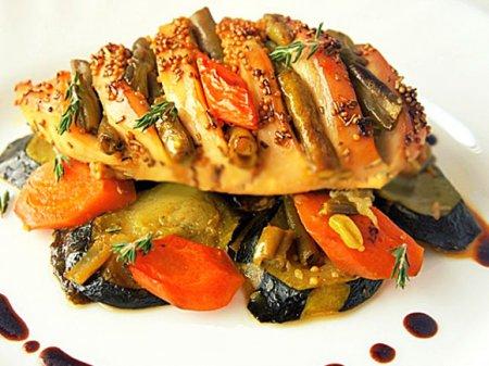 Куриная грудка на овощной подушке