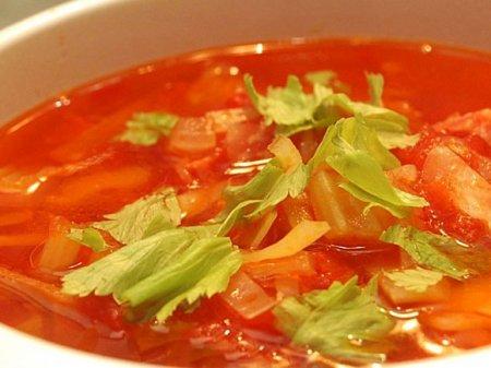 Овощной суп с копченой колбасой