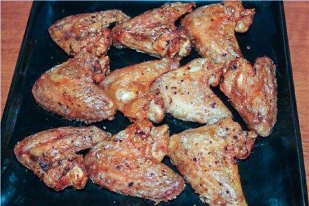 Куриные крылышки, запеченные на соли
