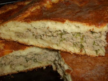 Дрожжевой пирог на манке с мясом, рисом и укропом