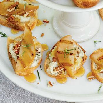 Закуска-бутерброд с сыром и грушами