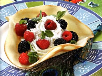 Снежные корзинки с ягодами