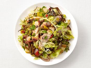 Вкусный салат из фасоли и курочки