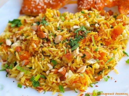 Жареный рис с шафраном, курагой и миндалем