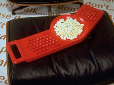 Клавиатура для компьютера совмещена с тарелкой