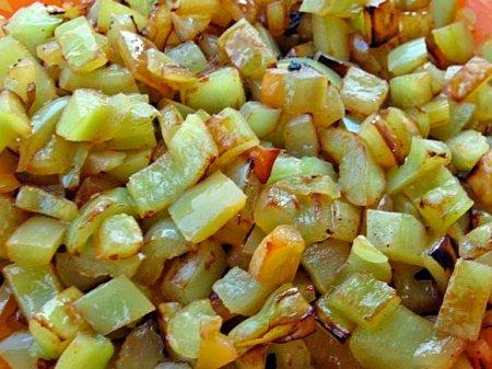 Баклажанный слоеный салат