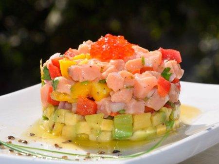 Севиче из красной рыбы и авокадо
