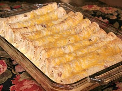 Рулетики из лаваша с ветчиной, курицей и сыром