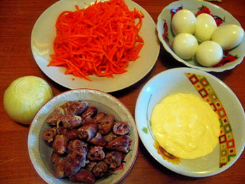 Салат из куриных сердечек и корейской моркови