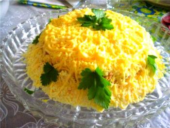 Простой салат из горбуши с рисом