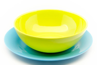 Употребление горячей еды из пластиковой посуды может быть опасным для здоровья