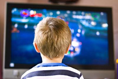 Телевизор в спальне может привести к детскому ожирению