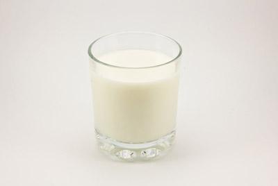 Дети, которые пьют обезжиренное молоко, могут набрать вес