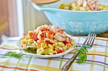 Салат из омаров с пастой