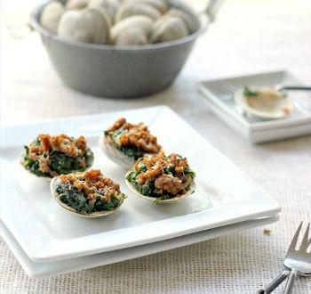 Запеченные моллюски со шпинатом и хрустящей ягнятиной