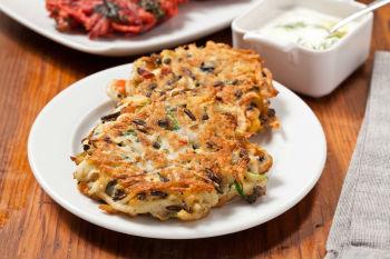 Картофельные драники с грибами: 2 рецепта