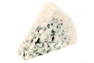 Продажи голубого сыра падают, потому что люди боятся есть плесень