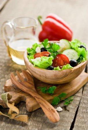 Греческий салат с помидорами черри