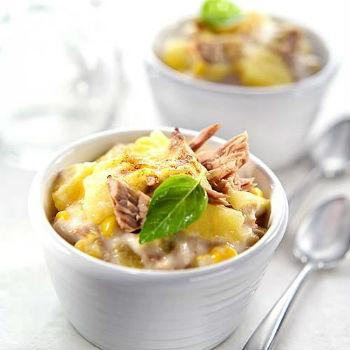 Салат из копченой курицы и ананасов