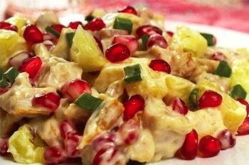 Гранатовый салат с курицей и ананасами