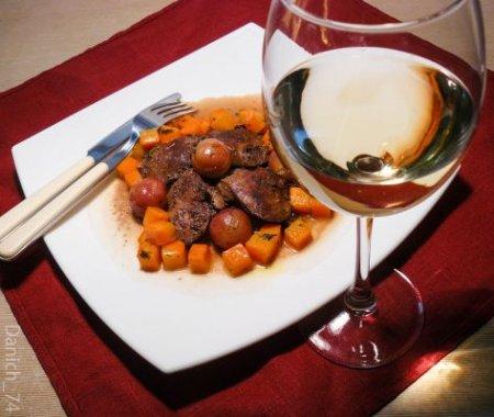 Куриная печенка с виноградом и жареным луком