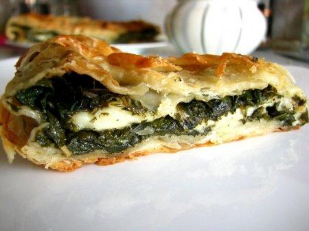 Пирог со щавелем и крапивой (по мотивам греческого спанакопитта)