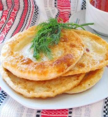 Cырные лепешки с мясной начинкой