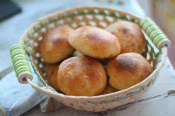 Дрожжевые пирожки с абрикосами