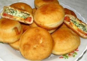 Быстрые пирожки с помидорами и сыром