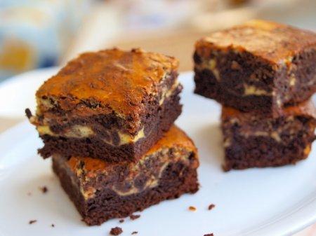 Брауни из темного шоколада с крем-чизом