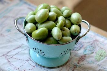 Квашеные зеленые помидоры в бочке