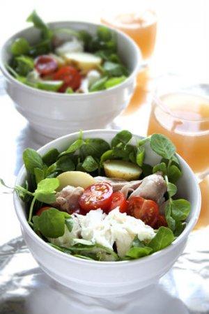 Салат с курицей и моцареллой