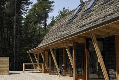 Дом из водорослей нори
