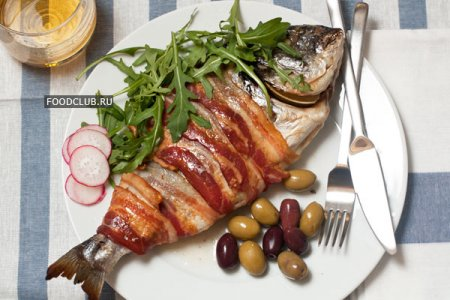 Рыба, запеченная в беконе