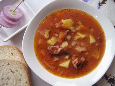 Суп с фасолью на свиных ребрышках