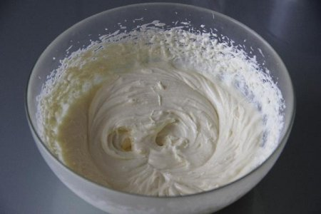 Картофельный торт с вишневым конфитюром и марципаном
