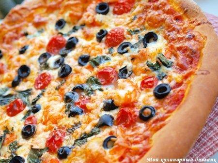 Пицца с креветками и черри