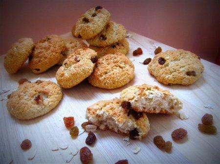 Овсяно-кокосовые печеньки с изюмом