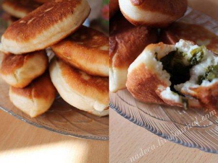 Относительно быстрые постные пирожки со щавелем