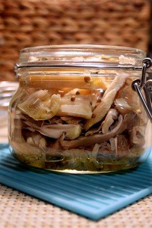 Салат из вешенок с чесноком на зиму