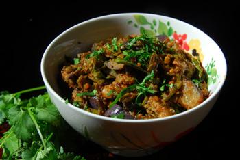 Салат из баклажанов и фасоли в томатном соусе на зиму