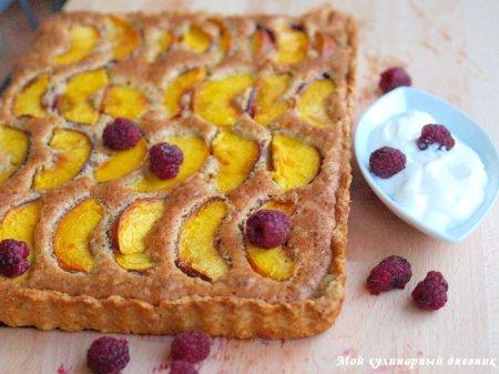 Тарт с персиками (нектаринами) и фундуком