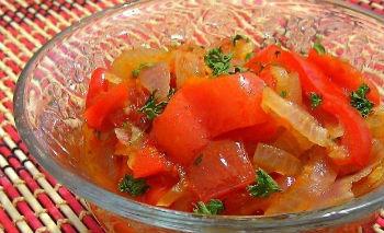 Лечо с красным болгарским перцем и зеленью