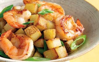 Креветки с брокколи и картофелем