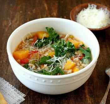 Пшеничный суп с капустой кале
